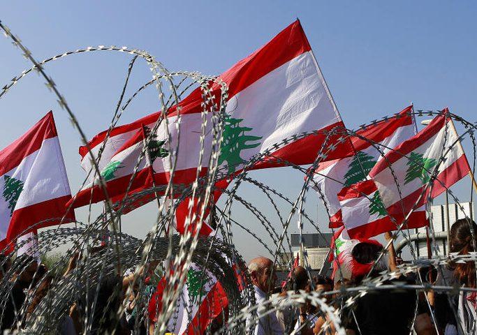 اللبنانيون يواصلون الاحتجاجات للمطالبة بحكومة تحارب الفساد