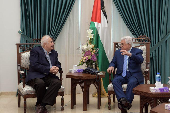 الرئيس محمود عباس يستقبل رئيس لجنة الانتخابات المركزية حنا ناصر