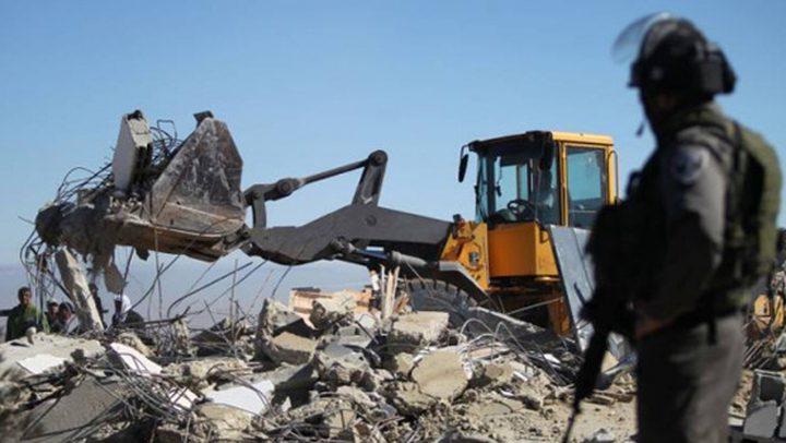 الاحتلال يهدم بركساً ويجرف 6 دونمات في بيت أمر