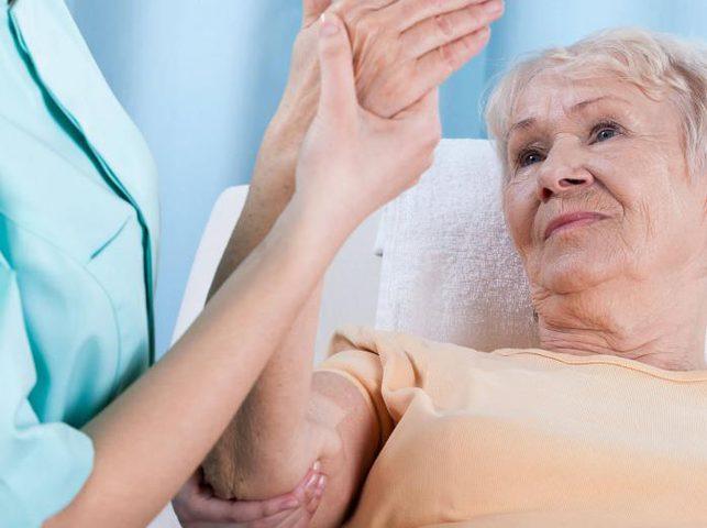دراسة: التمارين الرياضية اليومية تقوي عظام النساء كبيرات السن