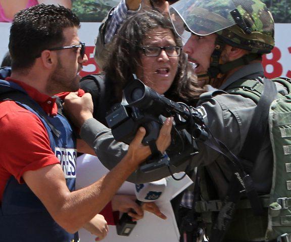 لجنة دعم الصحفيين تستنكر اعتقال اثنين واحتجاز واستدعاء آخرين