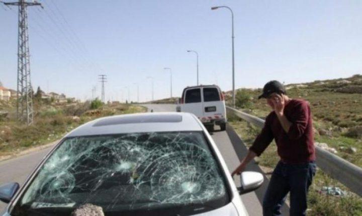 مستوطنون يهاجمون مركبات المواطنين شمال نابلس