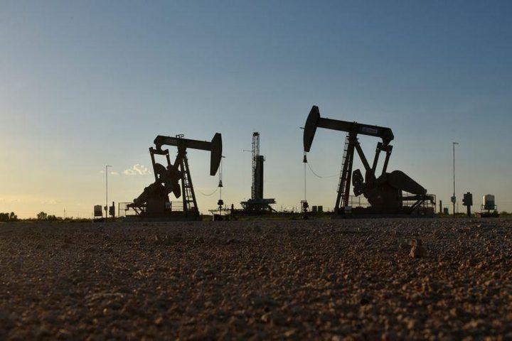 النفط يهبط بعد زيادة المخزون