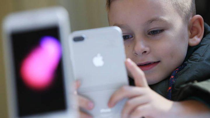 """إكتشاف ثغرة """"أمنية"""" في نظام أبل تستهدف الأطفال"""