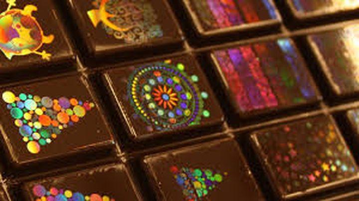 سويسرا.. علماء يبتكرون طريقة جديدة لتلوين الشوكولاته
