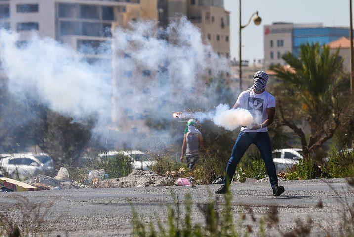 إصابات بالاختناق في مواجهات مع قوات الاحتلال ببيتأمر