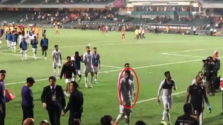 """""""الفيفا"""" يوقف لاعبا بحرينيا بسبب حركة """"عنصرية"""" بعينيه"""