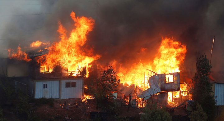 حريق يدمر عشرات المنازل في تشيلي