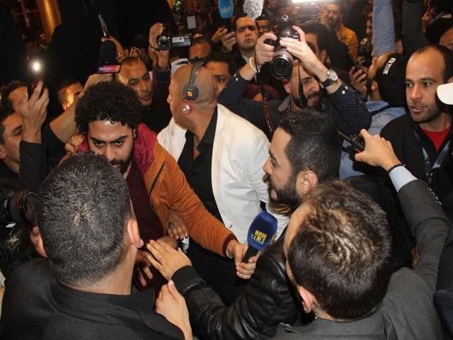 شاهد العراك بين المصورين وحراس تامر حسني