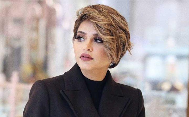 الفاشينيستا الكويتية نهى نبيل تأكل الورق