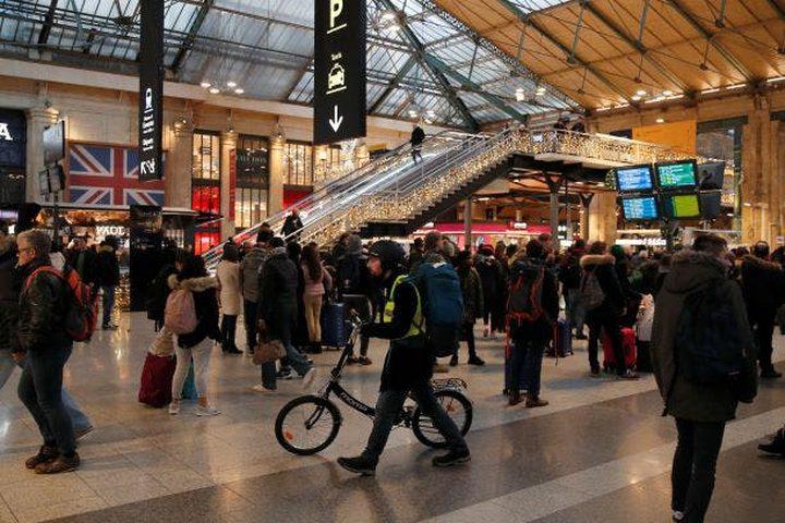 إضراب عمال النقل يفسد احتفالات عيد الميلاد بفرنسا