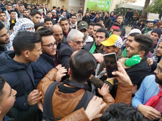 رئيس جامعة الأزهر للطلبة المعتصمين: لن نتخلى عنكم
