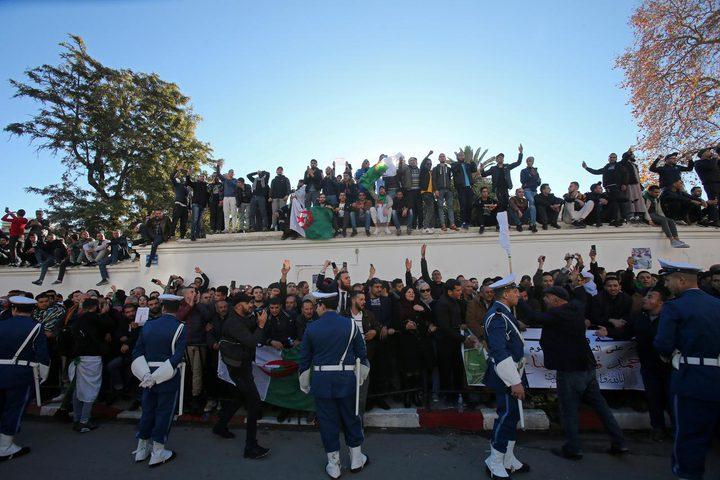 الآلاف يشيعون رئيس أركان الجيش الجزائري