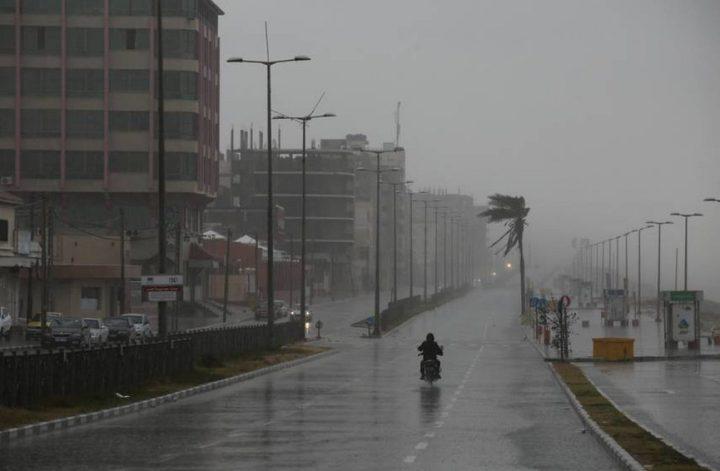 الطقس: أجواء ماطرة وشديدة البرودة وتحذير من تشكل السيول
