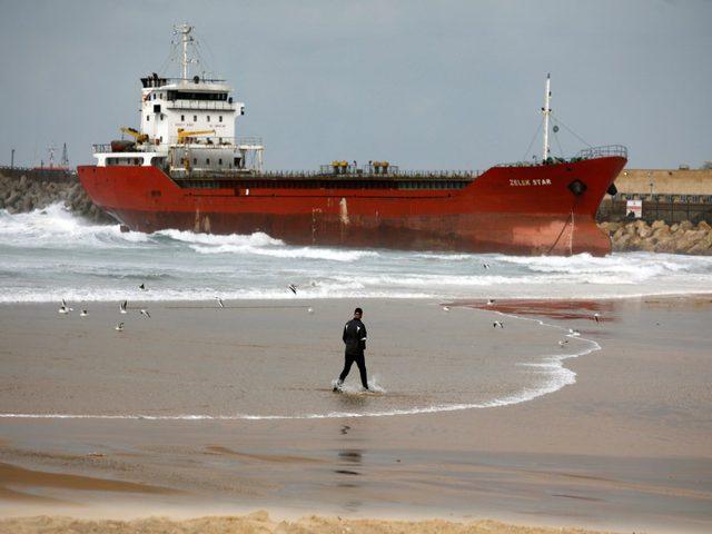 عاصفة تجرف سفينة تجارية قرب ميناء جنوبي إسرائيل