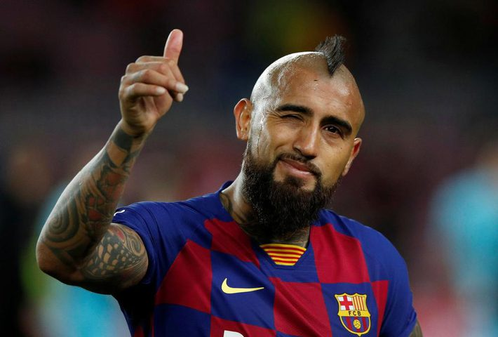 نجم برشلونة يعلق على شكواه ضد ناديه الكتالوني