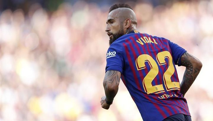 برشلونة يرفض رحيل لاعب الوسط أرتورو فيدال