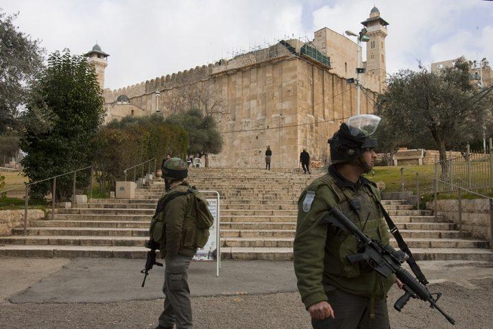 الاحتلال يشدد من اجراءاته العسكرية في محيط الحرم الابراهيمي