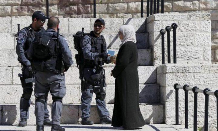 الاحتلال يهدد بسحب هويات معتقلين من العيسوية