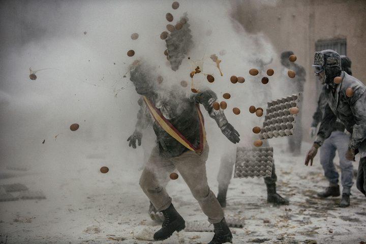 حرب الطحين والبيض تشتعل في إسبانيا