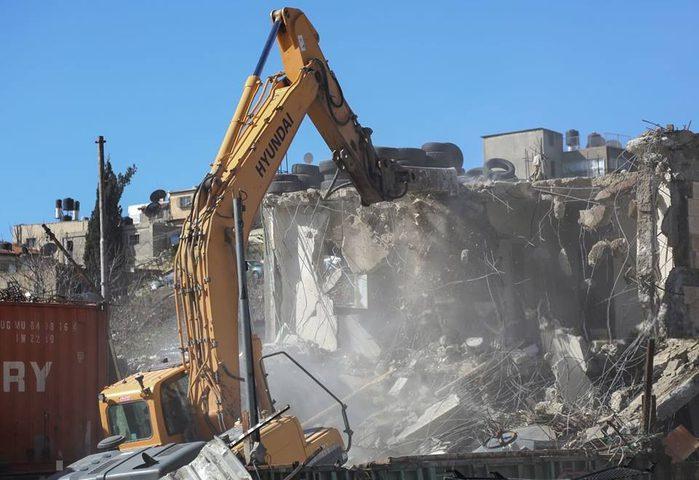 قوات الاحتلال تهدم منزلاً في سلوان