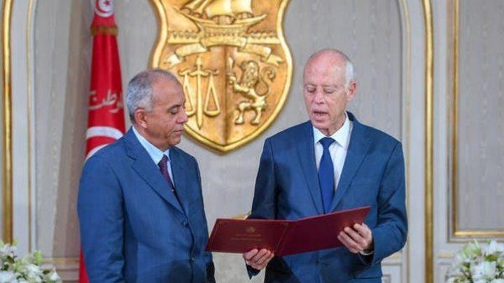 تونس: رئيس الوزراء يقدم للرئيس تشكيلة الحكومة الجديدة