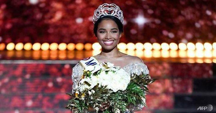 ملكة جمال فرنسا تتعرض لحملة عنصرية