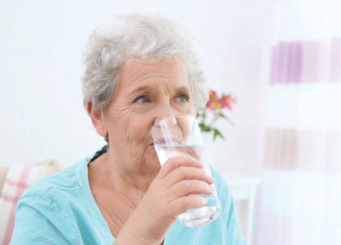"""لكبار السن.. نصائح طبية للتخفيف من اضطراب """"جفاف الفم"""""""