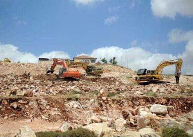 الاحتلال يجرف مساحات واسعة من أراضي عسلة شرق قلقيلية