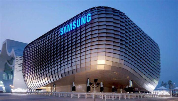 """سامسونغ تطور هاتف جديد من عائلة """"غالاكسي"""""""