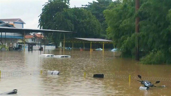 ارتفاع حصيلة ضحايا الفيضانات في أندونيسيا إلى 18
