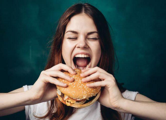 """طرق تنظيم مستوى إفراز هرمون"""" الغريلين"""" المسؤول عن الشعور بالجوع"""