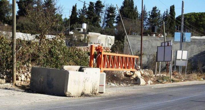 """قوات الاحتلال تعيد فتح بوابة """"مخيم الفوار"""" في الخليل"""