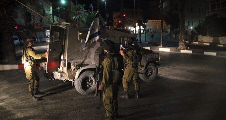 الاحتلال يسلم 8 شبان بلاغات للحضور للمحكمة