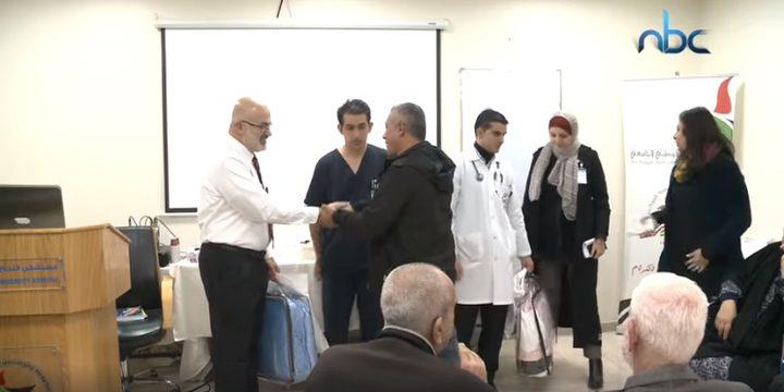 مستشفى النجاح  يكرم الأزواج المرافقين لزوجاتهم في قسم غسيل الكلى
