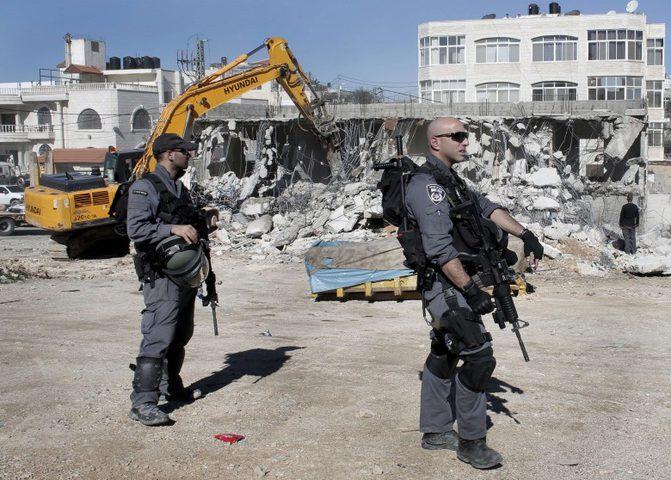الاحتلال يوقف العمل بمنزل غرب بيت لحم