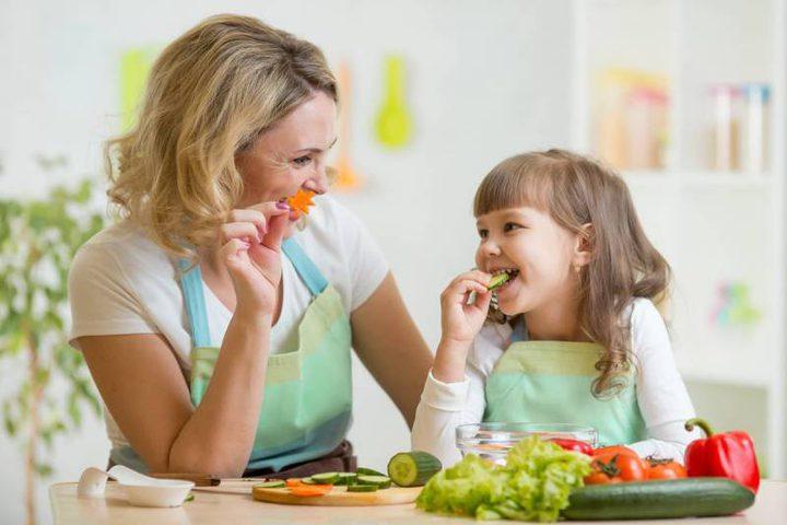 دراسة: برامج الطهي الصحية يمكن أن تعزز صحة الاطفال