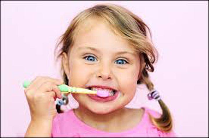 ما هو العمر المناسب للبدء في تنظيف أسنان الأطفال؟