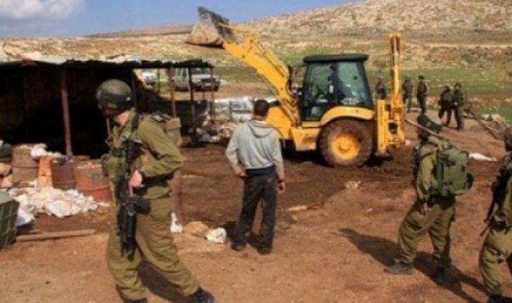 أريحا: قوات الاحتلال تهدم منزلا متنقلا وحظيرة أغنام