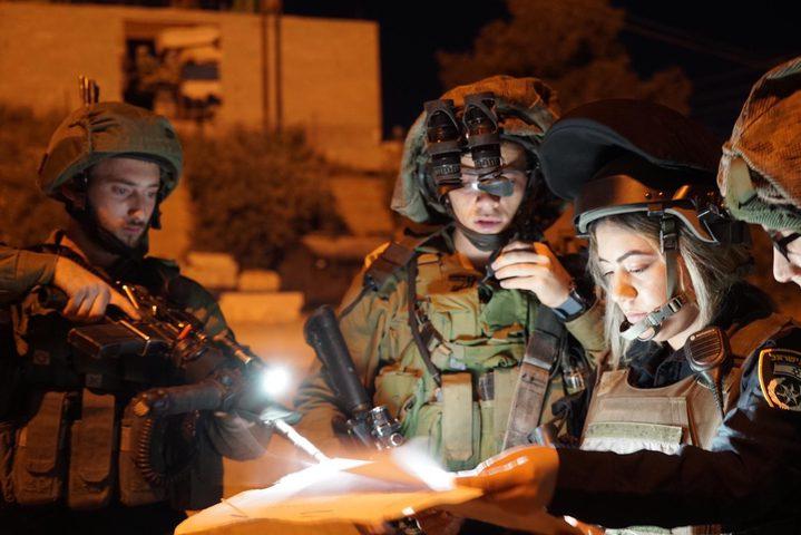 قوات الاحتلال تعتقلمواطنا ويستولي على مركبة في بيت أمر