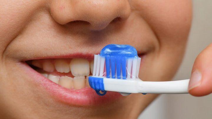 أخطاء شائعة عند تنظيف الأسنان