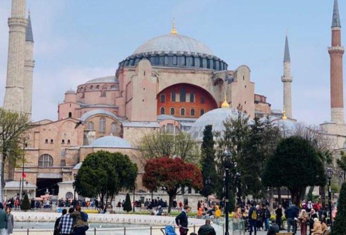 تركيا تستهدف زيادة إيرادات السياحة إلى 40 مليار دولار