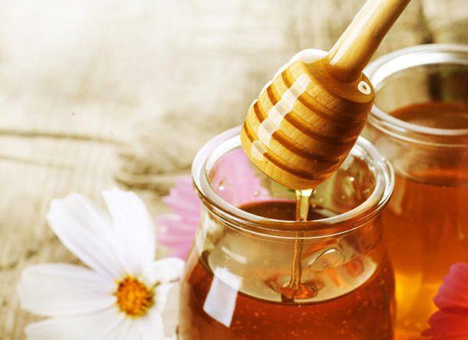 أبرز مخاطر تناول العسل الخام