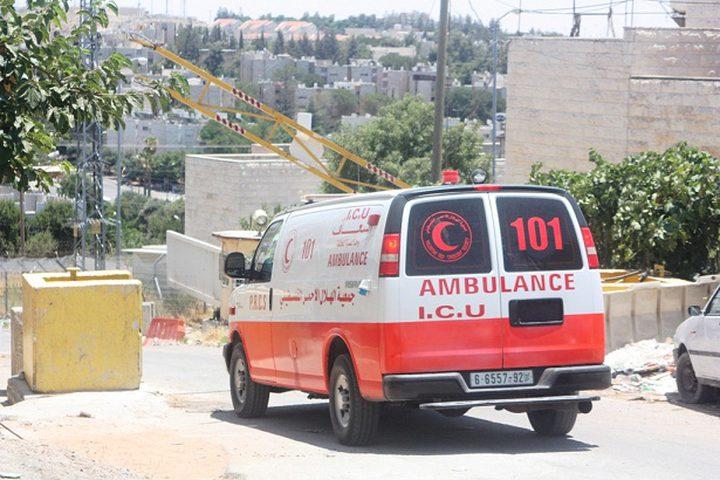 الاحتلال يصادر سيارة إسعاف في الخليل