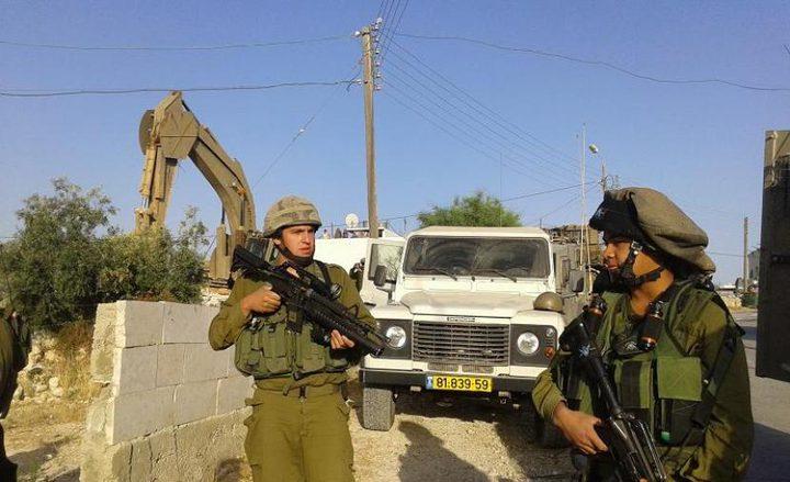 قوات الاحتلال تُخطربهدم أربعة منازل للمواطنين شرق يطا