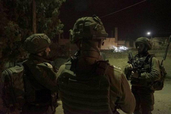 الاحتلال يعتقل 8 مواطنين ويستولي على مخرطة