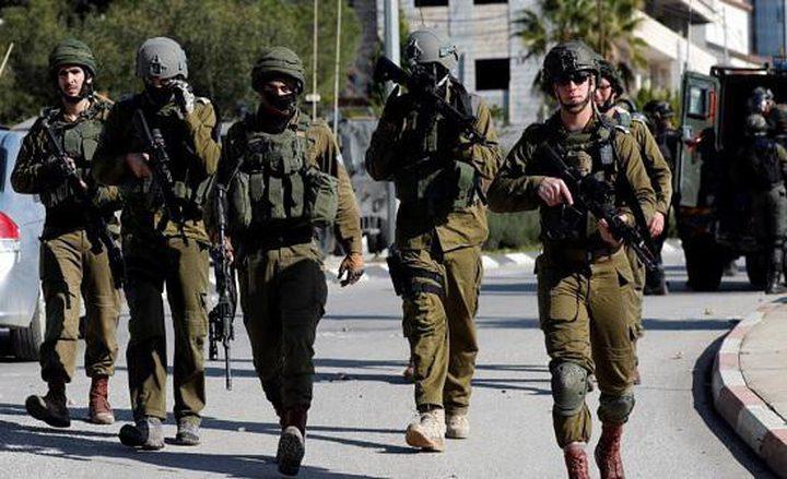الاحتلال يعتقل أبا ونجله من بلدة عناتا