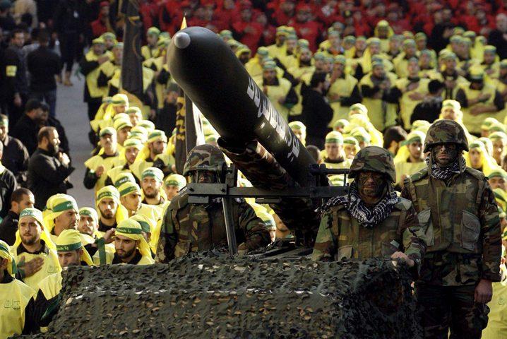 الحرس الثوري: حزب الله ينقل معدات عسكرية جنوب الحدود اللبنانية