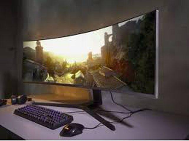 سامسونغ تبتكر شاشة منحنية لعشاق الألعاب الإلكترونية