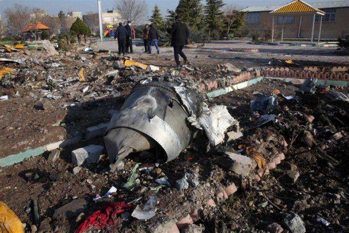 أوكرانيا تضع 3 فرضيات لتحطم طائرة تابعة لها في إيران